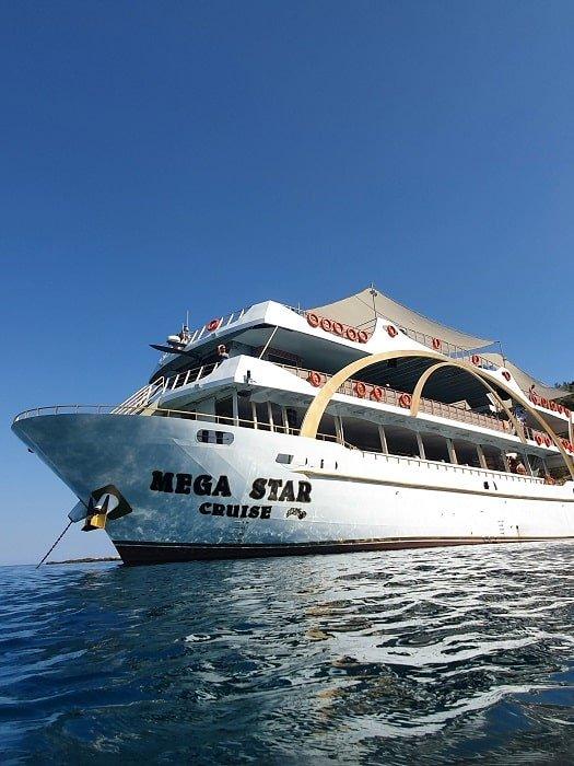 Морская прогулка на яхте Mega Star