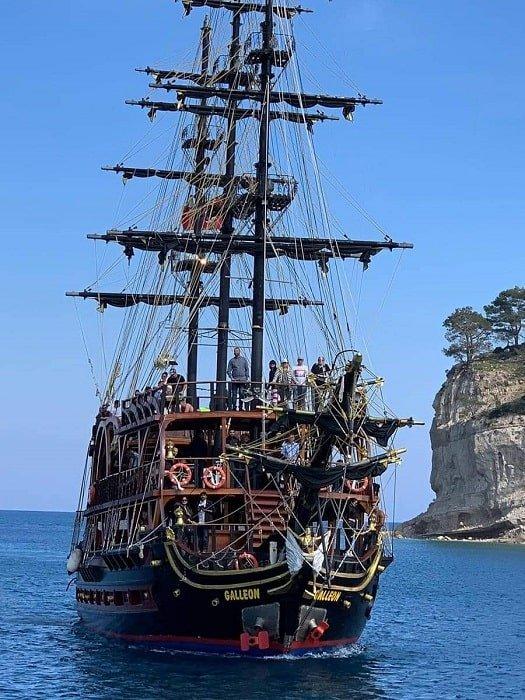 Круиз на пиратском корабле в Анталии