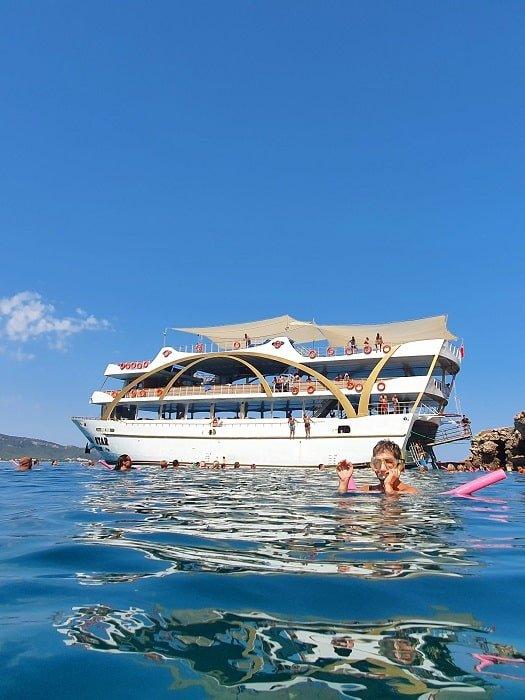 Морская прогулка на яхте Mega Star в Анталии